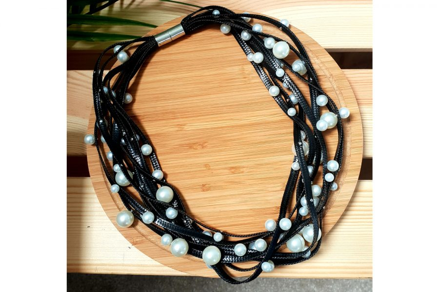 Elegant Pearl Choker Necklace with Magnetic Locking