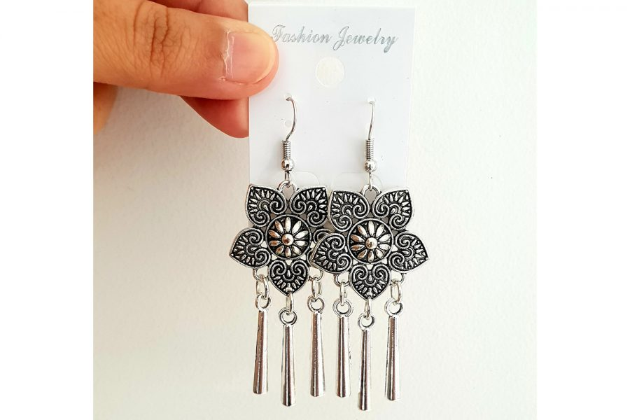 Floral drop earrings Front