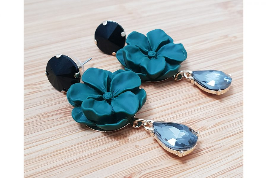 flower earrings with crystal droplet view2