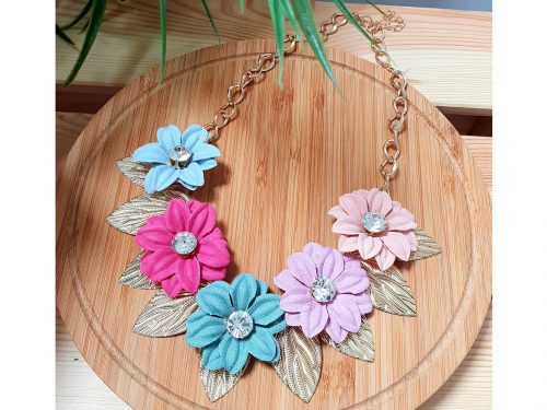Flower choker necklace with gold color leaves